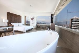 A bathroom at Viaggio Medellín Grand Select