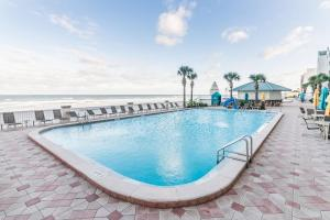 The swimming pool at or near Daytona Beach Resort