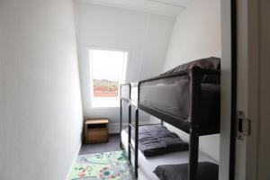 A bunk bed or bunk beds in a room at Ut Endt