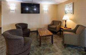 A seating area at GuestHouse Inn & Suites Rochester