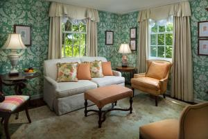 A seating area at The Carolina Inn, a Destination by Hyatt Hotel