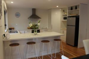 A kitchen or kitchenette at kanburra house