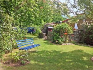 A garden outside Ferienhaus Koserow USE 3351
