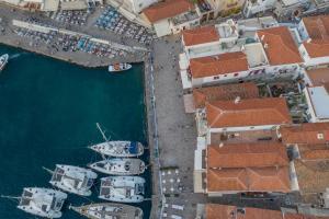 A bird's-eye view of Guarda il porto