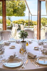 Restaurant ou autre lieu de restauration dans l'établissement Hotel Les Bories & Spa