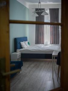 Łóżko lub łóżka w pokoju w obiekcie Old Town Studio