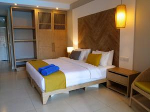 A bed or beds in a room at African Princess Beach Hotel