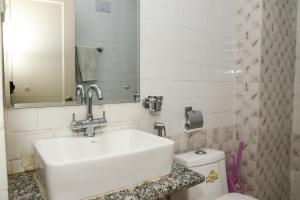 A bathroom at Hotel Himalayan Oasis