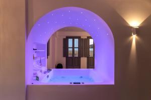 Salle de bains dans l'établissement BlackStone Luxury Suites