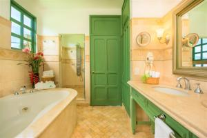 A bathroom at Hotel Casa Turire