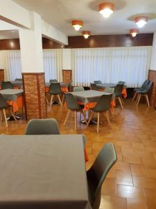 A restaurant or other place to eat at Hostal Rosi