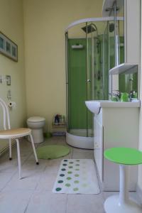 A bathroom at l'oasis