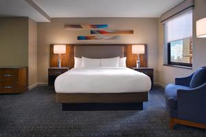A bed or beds in a room at Hilton Chicago