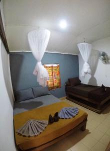 Ein Bett oder Betten in einem Zimmer der Unterkunft Adang Sea Divers & Eco Lodge