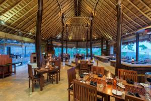 Restaurace v ubytování 98 Acres Resort & Spa