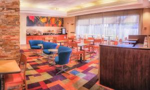 The lounge or bar area at Fairfield Inn and Suites by Marriott San Jose Airport