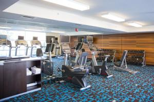 The fitness center and/or fitness facilities at Fairfield Inn and Suites by Marriott San Jose Airport