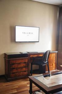 A television and/or entertainment center at Hotel Villa Real