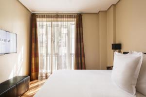 سرير أو أسرّة في غرفة في فندق فيلا ريال