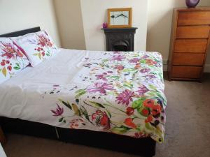 A bed or beds in a room at sea view cottage