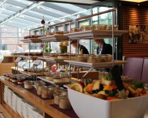 Ein Restaurant oder anderes Speiselokal in der Unterkunft Heiner's Parkhotel