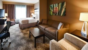 A seating area at Best Western Plus Miami Airport North Hotel & Suites