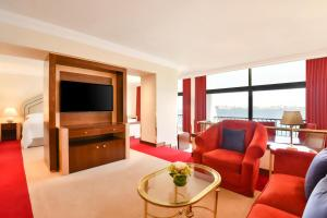 A seating area at Sheraton Grand Doha Resort & Convention Hotel
