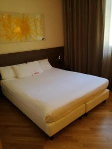 A bed or beds in a room at Hotel & Spa Villa Mercede