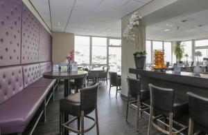 The lounge or bar area at Fletcher Hotel Restaurant Zeeduin