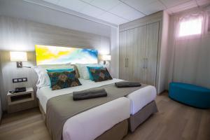 Cama o camas de una habitación en Servatur Green Beach