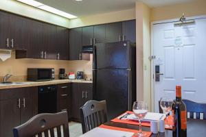 A kitchen or kitchenette at staySky Suites I-Drive Orlando Near Universal