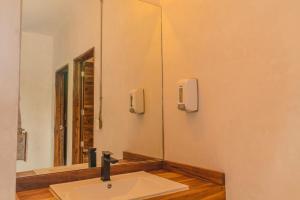 Salle de bains dans l'établissement Nomads Hotel & Beachclub