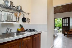 A kitchen or kitchenette at White Sands Negril