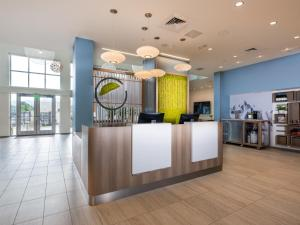 The lobby or reception area at Element Boulder Superior