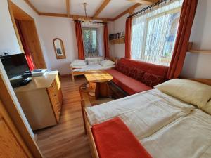 Łóżko lub łóżka w pokoju w obiekcie Apartamenty Cicha Dolina