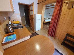 Kuchnia lub aneks kuchenny w obiekcie Apartamenty Cicha Dolina
