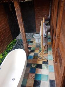 Een badkamer bij Ubud Sawah Villa, Cinery and Homestay
