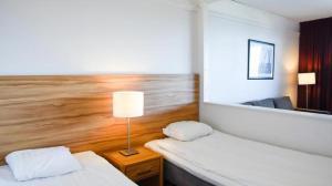 Säng eller sängar i ett rum på Pite Havsbad Piteå