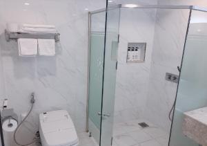 A bathroom at Gwangju Aura Hotel