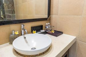 A bathroom at Y Resort Ubud