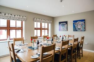 A restaurant or other place to eat at Highfield Farm