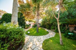 A garden outside Hotel Continental Ischia