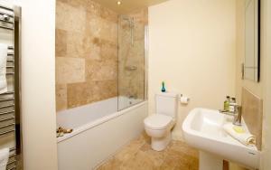 A bathroom at Highfield Farm