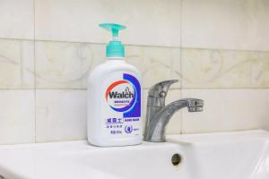 A bathroom at Locals Hotels Guangzhou Tianhe·Buynow·