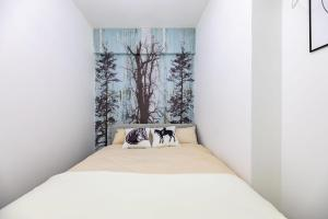 A bed or beds in a room at Locals Hotels Guangzhou Tianhe·Buynow·
