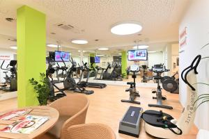 The fitness center and/or fitness facilities at Kurpark-Hotel