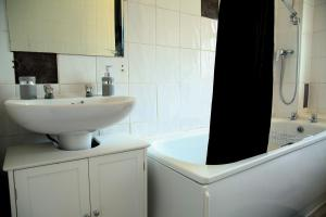 A bathroom at Central Luton Cozy Home