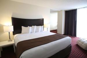 A bed or beds in a room at Red Lion Inn & Suites Olympia, Governor Hotel