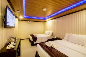 A bed or beds in a room at Diamond Water Edge Resort