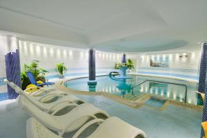 The swimming pool at or close to Hotel Continental Ischia